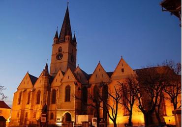 Importanta iluminatului arhitectural pentru monumentele istorice din Sibiu – interviu cu Razvan Pop